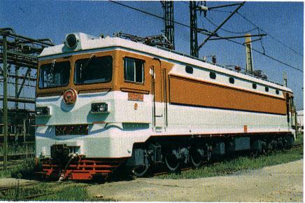 韶山3b型电力机车的辅助电路采用旋转式劈相机