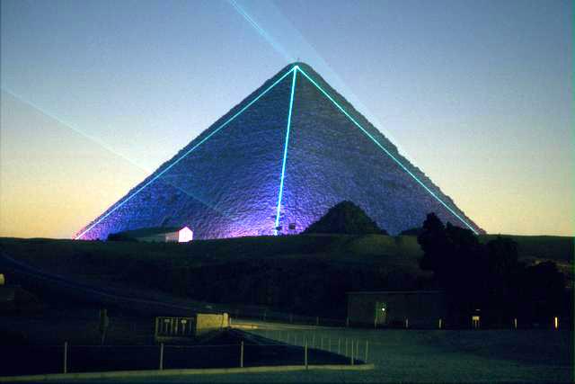 胡夫金字塔的庞大构造本身,会不会只是一种障眼法?