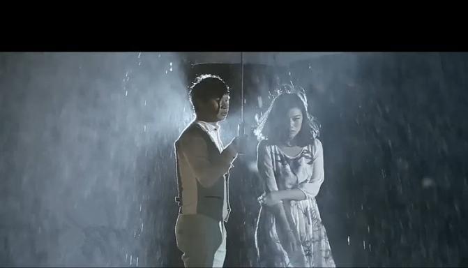 爱像一场纷飞雨
