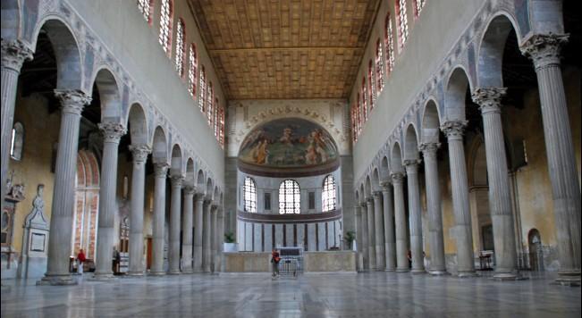早期的地下墓室和石棺艺术深深影响了教堂大门的样式