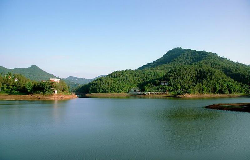 营山望龙湖含烟带月; 营山望龙湖森林公园; 图片名称:营山望龙湖森林