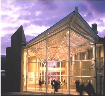 学院拥有功能齐全的艺术设计大楼,全天候开放的现代化的学习资源中心