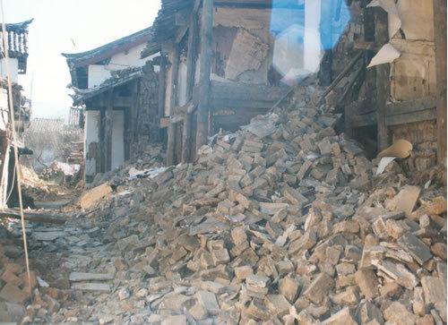 地震裂开动漫素材