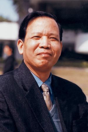 编辑本段个人简介   郁龙余教授,男,1946年生,上海人.