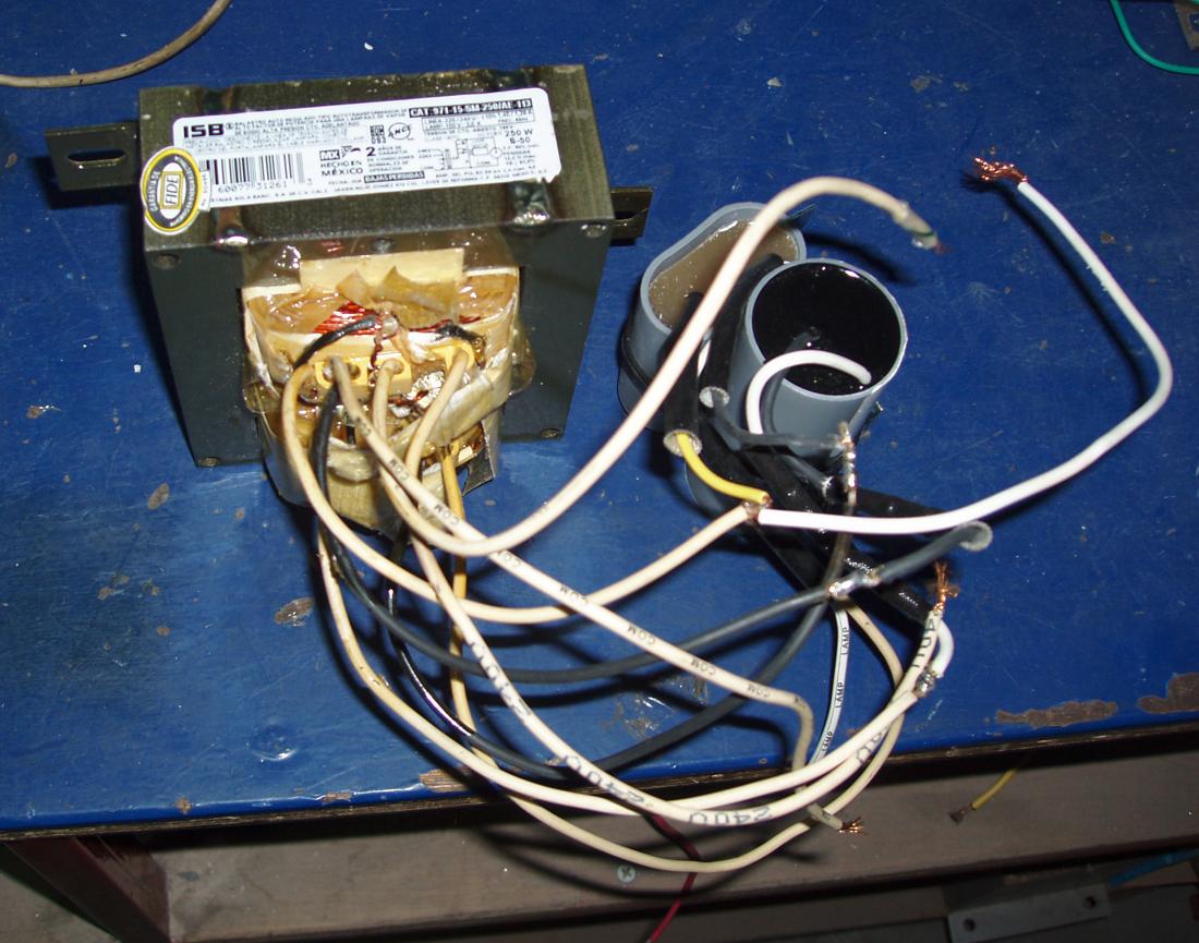 电容镇流器即在配用交流电源的气体放电光源
