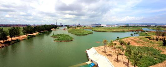 荣成市桑沟湾城市湿地公园位于荣城市市区东南部的湿地,北起龙岛