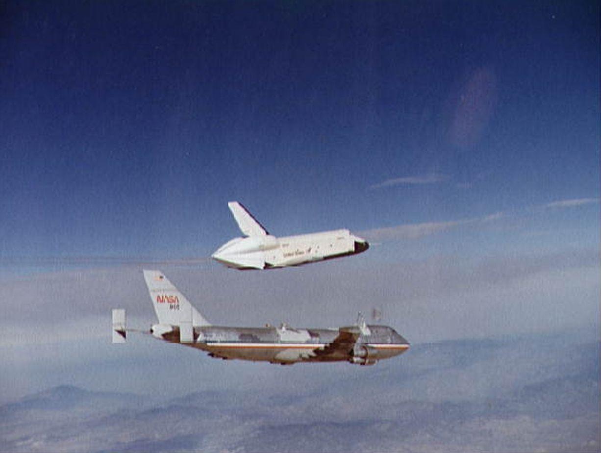 企业号航天飞机返回及着陆测试