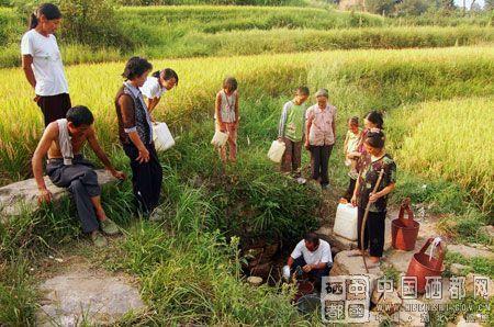 山村妇女生活照片图