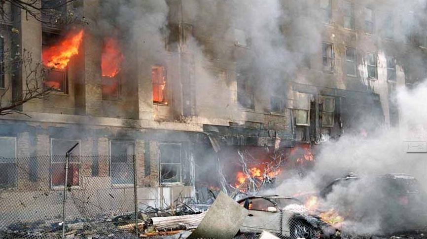 大楼立即失火,而飞机上的69吨航空燃料倾倒进大楼,更加剧火势,整幢